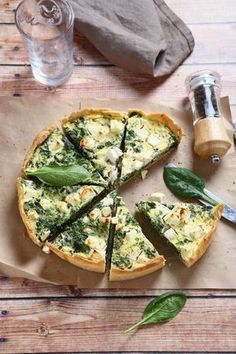 Quiche with fresh spinach and sheep& cheese - Quiches & Tarte Rezepte - Spinach Tart, Spinach Quiche, Cheese Quiche, Quiches, Pizza Recipes, Dinner Recipes, Sheep Cheese, Goat Cheese, Healthy Snacks