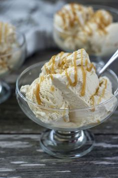 If you can't make it to Florean Fortescue's Ice Cream Parlor in Diagon Alley, then this homemade no-churn butterbeer ice cream is for you! #butterbeer