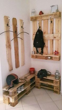 super 22 Affordable hallway ideas with pallets - Ellise M. - super 22 Affordable floor decor ideas with pallets – - Diy Pallet Furniture, Diy Pallet Projects, Wood Projects, Furniture Ideas, Diy Crafts With Pallets, Furniture Stores, Balcony Furniture, Furniture Buyers, Furniture Refinishing