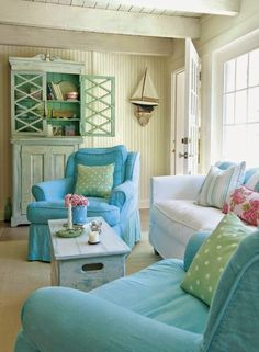 12 Small Coastal Living Room Decor Ideas with Great Style - Coastal Decor Ideas Interior Design DIY Shopping From the Classic Coastal beach cottage look, to shabby chic, to casual elegance, these small coastal living rooms embrace coastal cozy with. Beach Cottage Style, Beach Cottage Decor, Coastal Decor, Coastal Cottage, Maine Cottage Furniture, Seaside Style, Aqua Decor, Green Decoration, Cottage Porch