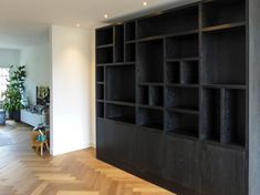 Living Room Divider, Black Interior Design, Staircase Design, Home Living, Outdoor Seating, Home Bedroom, Built Ins, Interior Inspiration, Bookshelves