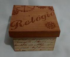 Mini caixa em mdf, com pintura e verniz. <br>Medidas 12x12x10cm.