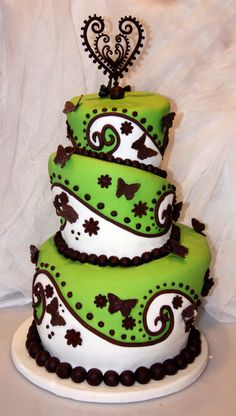 Beautiful green and brown cake, should have been my wedding cake... instead of the $15 plain white, flat sheet my MIL got!! Beyotch.