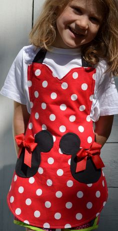 Minnie Mouse Apron, Womens Full Cooking Apron, Reversible Apron, Inspired Minnie with Mickey Head Pockets Baby Dress Patterns, Sewing Patterns, Sewing For Kids, Baby Sewing, Minnie Mouse, Childrens Aprons, Cute Aprons, Sewing Aprons, Kids Apron