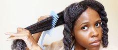 L'hydratation est la clef pour des cheveux crépus en bonne santé, qui pousse vite. Elle évite les cheveux d'être secs et de se casser. Voici une routine capillaire pour bien hydrater les cheveux crépus.  Un bain d'huile Le bain d'huile permet de bien hydrater les cheveux secs et fragiles