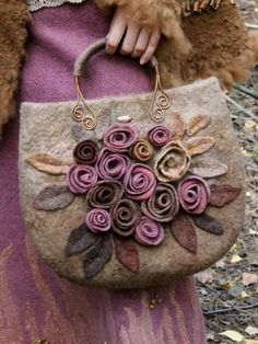Afbeeldingsresultaat voor How to make this Crochet Felted Flower Bag Pattern Tutorial. Fabric Handbags, Fabric Bags, Diy Sac, Felt Purse, Flower Bag, Handmade Purses, Patchwork Bags, Felt Crafts, Fabric Flowers