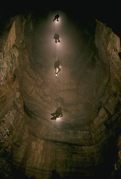 Cave spelunking | Caving | Pennine Outdoor Pursuits