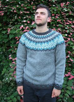 Free pattern for great sweater. And lovely man! 20 Year Anniversary, Icelandic Sweaters, Free Pattern, Pattern Ideas, Knitting Designs, Color Patterns, Needlework, Knitwear, Men Sweater