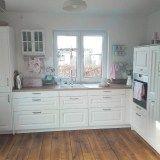 Weiße Küchen mit Holzarbeitsplatten - die schönsten Ideen von Instagram