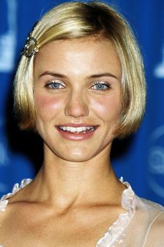 Cameron Diaz, cute bob from 1998 Celebrity Bobs, Celebrity Haircuts, Bob Haircuts, Popular Hairstyles, Trendy Hairstyles, Ariana Grande Ponytail, Natural Hair Styles, Short Hair Styles, First Haircut