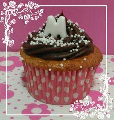 Cupcakes do chá da Marina. Bolo de cenoura com ganache de chocolate.