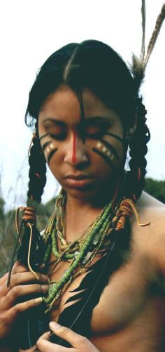 A Native American beauty Native American Makeup, Native American Girls, Native American History, Native American Face Paint, American Paint, American Teen, Native Girls, Xingu, Halloween Karneval