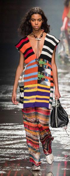 Missoni Fall-winter - Ready-to-Wear Knitwear Fashion, Knit Fashion, Runway Fashion, High Fashion, Womens Fashion, Missoni, Style Haute Couture, Fashion Week 2018, Italian Fashion