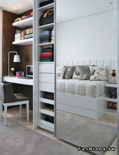 Здесь, скорее всего, в диване есть доп.место для хранения. Зеркало зрительно увеличивает пространство, над столом - полки для хранения (практично)