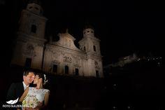 Hochzeit Salzburg vor Dom bei Nacht