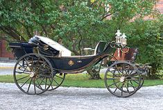 The barouche was a carriage for the man of means. Mrs. Elton in Emma drops the fact that her brother owns a barouche into every conversation. The barouche was a large, 4-passenger carriage pulled by 4 horses. It had a folding hood that could be raised to cover two of the passengers. This feature made it popular as a summer carriage.