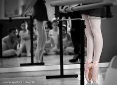Fotografiadi Danza. Monica Palloni [fotografa] #blackandwhite #dancingshoes #scarpette #danza #ballo #ballerine #love #amore #passione #biancoenero #photo #foto #attimi #moments #momenti #photographer #monicapallonifotografa