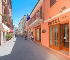 Hotel Loreto Loreto Hotel Loreto is situated on Loreto's main road, 40 metres from Piazza del Santuario square. The terrace on the 5th floor is higher than all other buildings in the historic centre.