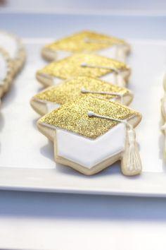 Gold Glitter Graduation Cap Cookies - #Graduation Party Ideas