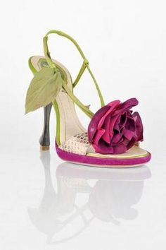 Pink and green heels Pretty Shoes, Beautiful Shoes, Cute Shoes, Me Too Shoes, Pretty Sandals, Zapatos Shoes, Shoes Heels, Pumps, Stilettos