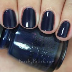 Navy blue nails are a popular nail color. Navy blue is one of the dark hues you rarely notice. Navy blue nails are very unique and delicate nowadays. From simplicity and sweetness, to patterns and designs, to lots of shine and luster, you can find n Navy Blue Nail Designs, Navy Blue Nails, Green Nails, Navy Blue Nail Polish, Nail Manicure, Toe Nails, Coffin Nails, Nail Art Designs, Colorful Nail Designs