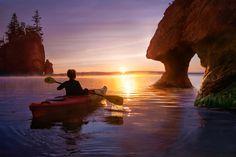 A kayaker kayaking during sunrise at Hopewell Rocks, in New Brunswick Canada. Canada North, Canada Eh, Parks Canada, Canada Memes, Canada Funny, Hopewell Rocks, Theater, Meanwhile In Canada, New Brunswick