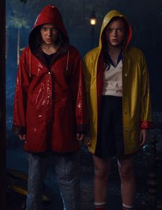 Stranger Things Max and Eleven, Sadie Sink, Millie Bobby Brown, Season 3 Stranger Things Wall, Stranger Things Fotos, Bobby Brown Stranger Things, Stranger Things Aesthetic, Stranger Things Season 3, Stranger Things Netflix, Mike From Stranger Things, Stranger Things Upside Down, Millie Bobby Brown
