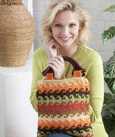 Color Knit Bag Free Pattern by Red Heart yarns  #knitting. I just bet I can adapt this for tapestry crochet!  #crochet