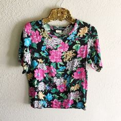 Vintage Floral Top Excellent condition! Size small. Such a fun piece to style! ••listed as Urban Outfitters for exposure•• Urban Outfitters Tops Tees - Short Sleeve