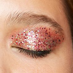 """glitter eye with the loose glitter """"03 life of the party"""" #getyourglitteron #missionglitter #glittergang #essence"""