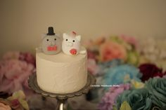 kitty and Cat MochiEgg wedding cake topper, wedding cake decoration ideas, planning, gift and custom made cake topper. #weddingthings #animalscaketopper #handmadecaketopper #claydoll #cute #kitten #pet #ceremony #unique #kikuikestudio #ネコ #gato #Katze #chat