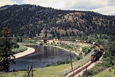 Railroad Photography, Art Photography, Beach Vacation Outfits, Milwaukee Road, Model Train Layouts, Model Trains, Montana, Scenery, River
