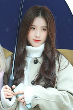 LOONA-HeeJin 200107 Choerry's Graduation Extended Play, South Korean Girls, Korean Girl Groups, K Pop, Pretty Girls, Cute Girls, Fandom, Olivia Hye, Ulzzang Girl
