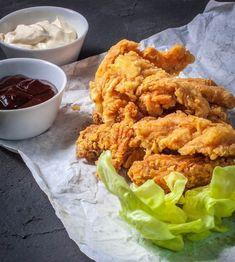 """bundás """"kfc-s"""" csirkemell Chicken Wings, Meat, Ethnic Recipes, Food, Essen, Meals, Yemek, Eten, Buffalo Wings"""