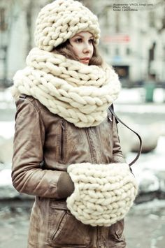 MOROSHKA accessories. Snood- muffler, cap and muff. Photos and look by Xenia Kigaeva. Model Lera Ezhova.