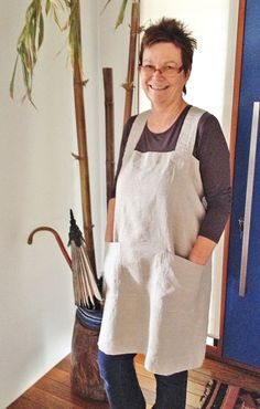 Rough Linen™ real, natural linen pinafore, mom you would look good in this. Japanese Apron, Tunic Sewing Patterns, Pinafore Apron, Linen Apron, Linens And Lace, Apron Dress, Lace Making, Sewing Clothes, Vestidos
