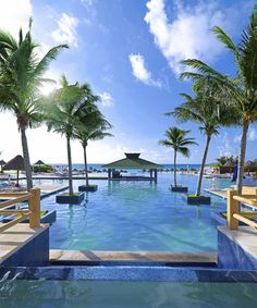 Fantastic Beach and Endless Pool Area – Cancun