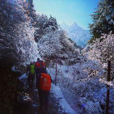 Trekking in Nepal! Wir sind Euer Partner für individuelle Touren in Nepal  http://ift.tt/1YMEeAC  #reisen #reise #wandern #rucksackreisen #berge #natur #winter #schnee #snow #klettern #hiking #berglauf #travel #outdoors #backpacking #bergsteigen #mountains by projektmurmeltier