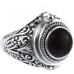 RAVEN Black Onyx Poison Ring (€45) ❤ liked on Polyvore featuring jewelry, rings, statement rings, cocktail rings, black onyx rings, locket rings and locket jewelry