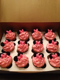 Minnie Mouse cupcakes with chocolate bow