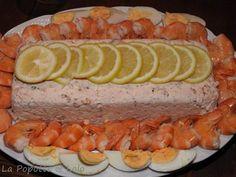 Voici une terrine que j'ai préparé pour un repas entre les fêtes et nous nous sommes régalés ! Pensez simplement à la préparer la veille pour qu'elle prenne bien au réfrigérateur avant de la servir ! Pour 8 gourmands : 400 g de crevettes roses décortiquées...