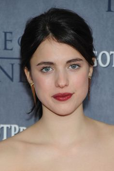 Margaret Qualley Red Lipstick - Despite the casual ponytail, Margaret Qualley looked glam at the 'Game of Thrones' season 4 premiere, thanks to that bold red lip color. Margaret Qualley, Brunette Beauty, Hair Beauty, Game Of Thrones Premiere, Special Occasion Hairstyles, Dark Lips, Female Images, Red Lipsticks, Dark Hair