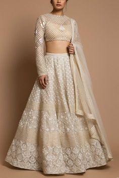 Indian Fashion Dresses, Dress Indian Style, Indian Designer Outfits, Indian Outfits, Indian Wedding Gowns, Wedding Dresses, Lehnga Dress, Lehenga Choli, Designer Bridal Lehenga