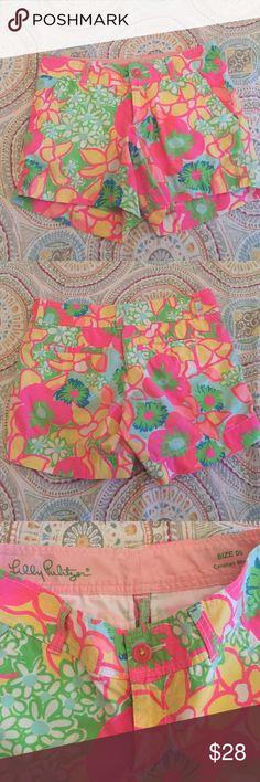 "Gorgeous Lilly Pulitzer Callahan Shorts Sz 00 Gorgeous cotton shorts! EUC. Waist measured flat is 15"". Inseam is 4"". Total length is 12"". Lilly Pulitzer Shorts"