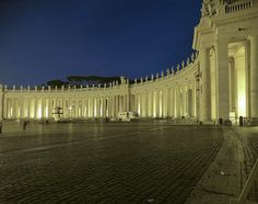 piazza san pietro - colonnade - Bernini