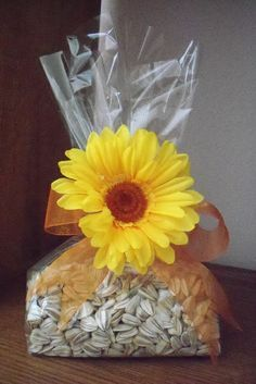 sunflower wedding favors | sunflower seed favors my sissy should do this | Wedding Ideas
