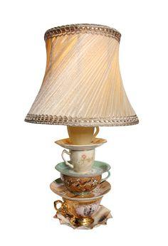 Abajur de xícaras vintage com cúpula plissada. Um mimo ♥ :)