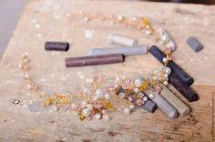 Купить или заказать Венок-ободок для свадебной прически на золотой основе в интернет-магазине на Ярмарке Мастеров. Венок-ободок для свадебной прически. Выполнен на основе из позолоченной ювелирной проволоки, со стеклянными и жемчужными бусинами, листиками из бисера. Можно повторить в серебристом цвете. Одеть можно как ободок, венок, украсить пучок. Отлично подойдет для свадьбы в стиле рустик, эко,бохо. На волосах смотрится необычно, одновременно нежно и ярко!
