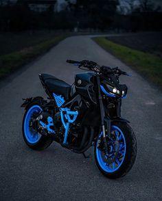 Futuristic Motorcycle, Retro Motorcycle, Motorcycle Design, Motorcycle Bike, Ktm Supermoto, Badass Halloween Costumes, Duke Bike, Bike Photoshoot, Bike Pic