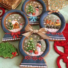 (o^^o) Fancy Cookies, Iced Cookies, Cute Cookies, Royal Icing Cookies, Cupcake Cookies, Christmas Goodies, Christmas Desserts, Christmas Baking, Christmas Sugar Cookies